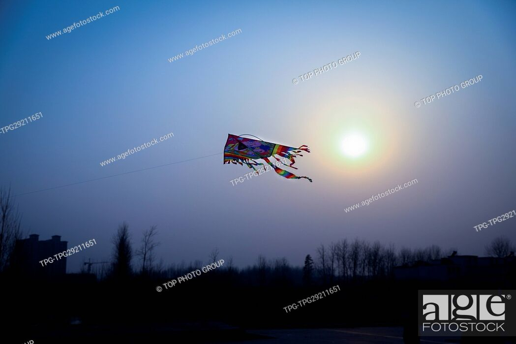 Imagen: Kite flying on the sky.