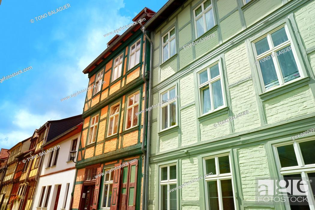Imagen: Quedlinburg city facades in Harz of Saxony Anhalt Germany.