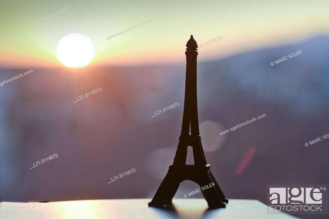 Stock Photo: Tour Eiffel figure.