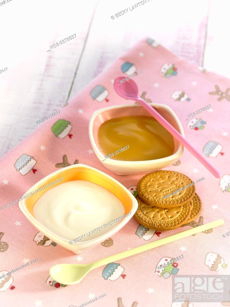 Imagen: papilla de crema de arroz y compota de manzana / rice cream porridge and applesauce.
