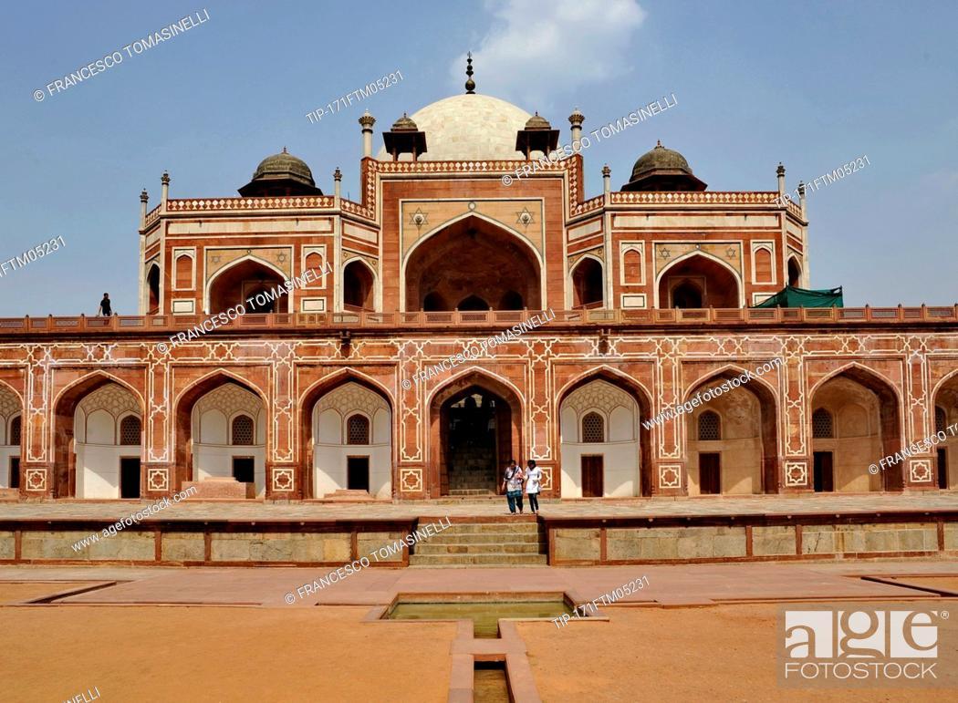Stock Photo: India, New Delhi, Humayun's tomb.