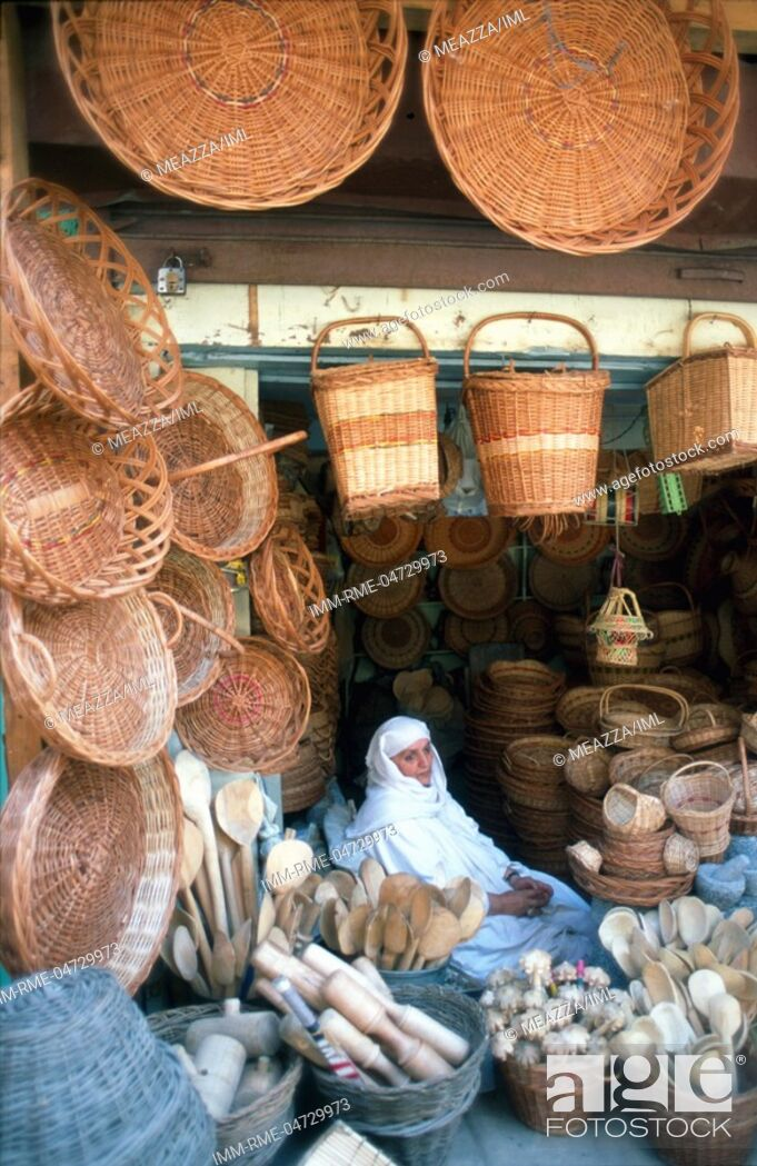 Imagen: Srinagar, old town - basket shop Kashmir, India, Asia.