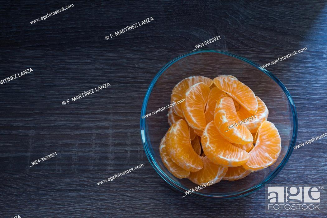 Stock Photo: Glass bowl with orange segments.