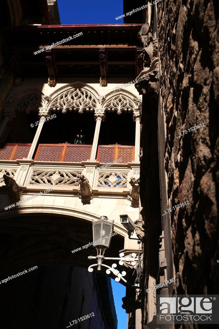 Stock Photo: Carrer del Bisbe, Bisbe Irurita street, Gothic Quarter, Barcelona, Catalonia, Spain.