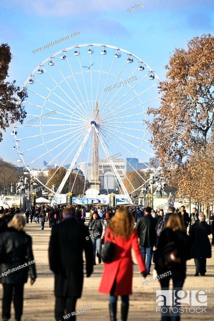 Stock Photo: Crowd in Jardin des Tuileries garden, with Ferris wheel in background ,Paris.