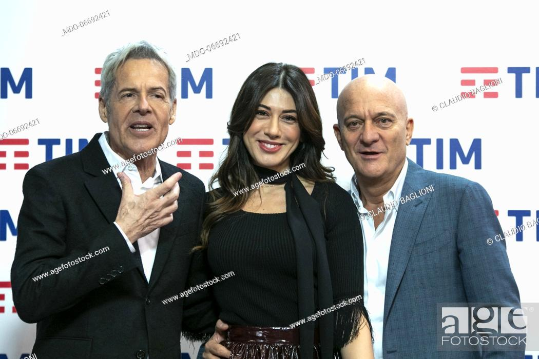 Imagen: Italian singer and presenter Claudio Baglioni, Italian comedian and presenter Virginia Raffaele, Italian comedian and presenter Claudio Bisio in the Press Room.