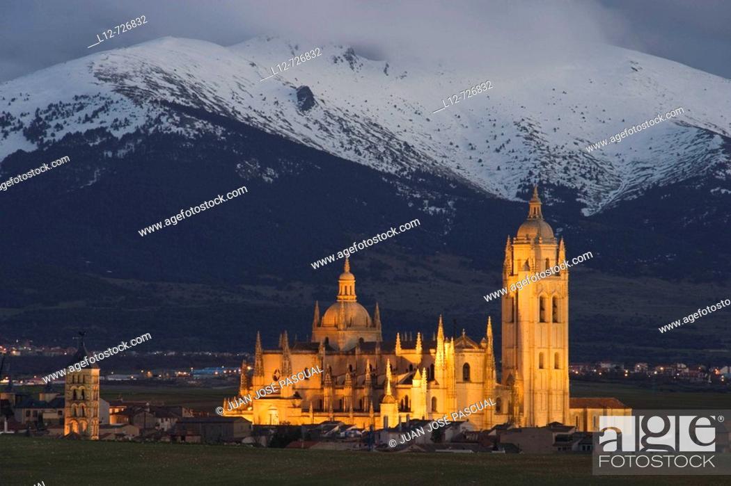 Stock Photo: Cathedral and Sierra del Quintanar (aka La Mujer Muerta) in background, Segovia. Castilla-Leon, Spain.