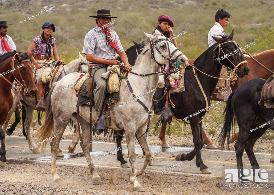 Cabalgata Fotos.Cabalgata De Los Gauchos Gaucho Horse Parade From San Juan