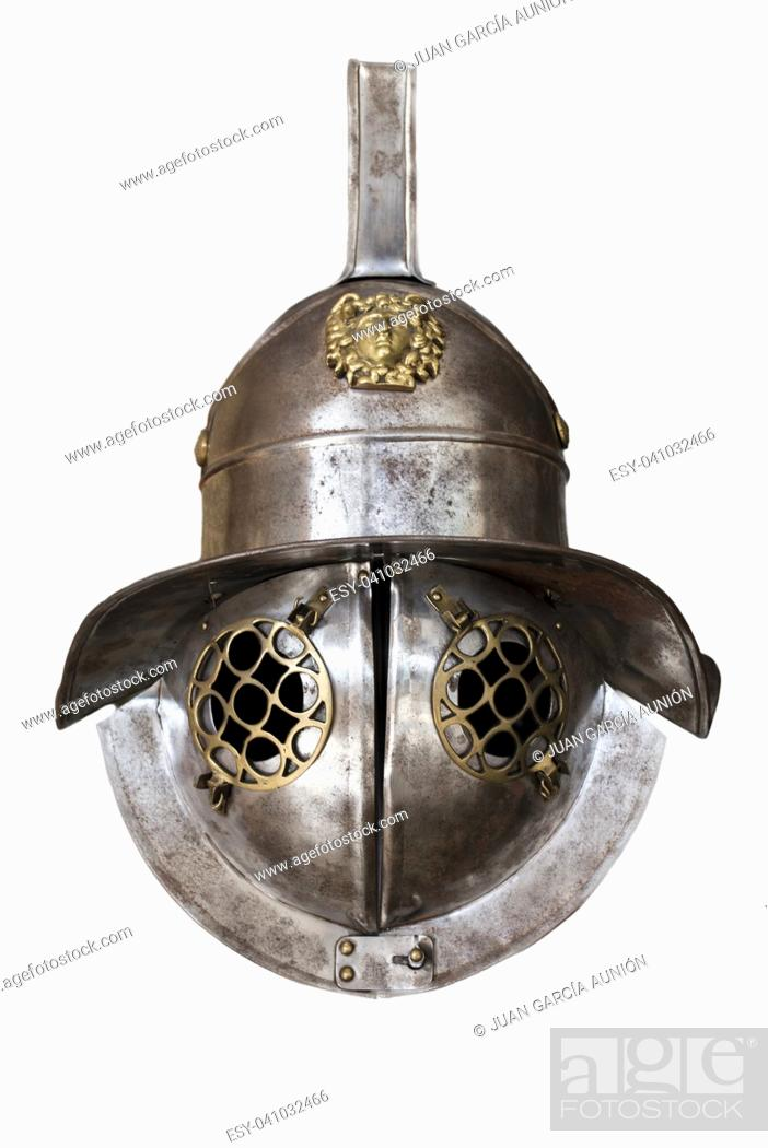 Imagen: Murmillo helmet. Ancient roman gladiator reconstruction. Isolated over white background.