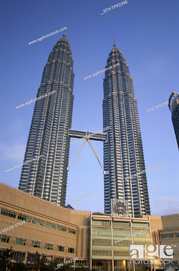 Stock Photo: Asia, Historisch, Holiday, Klcc, Kuala lumpur, Landmark, Malaysia, Petronas, Tourism, Towers, Travel, Twin towers, Vacation,.
