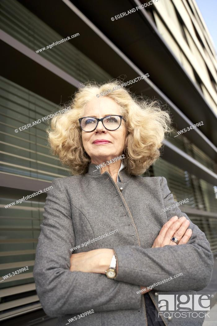 Imagen: Portrait of Bavarian senior woman with arms crossed.