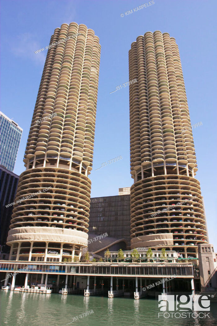 Stock Photo: Marina City twin towers, round towers with semicircular balconies along Chicago River. Chicago. Illinois. USA.