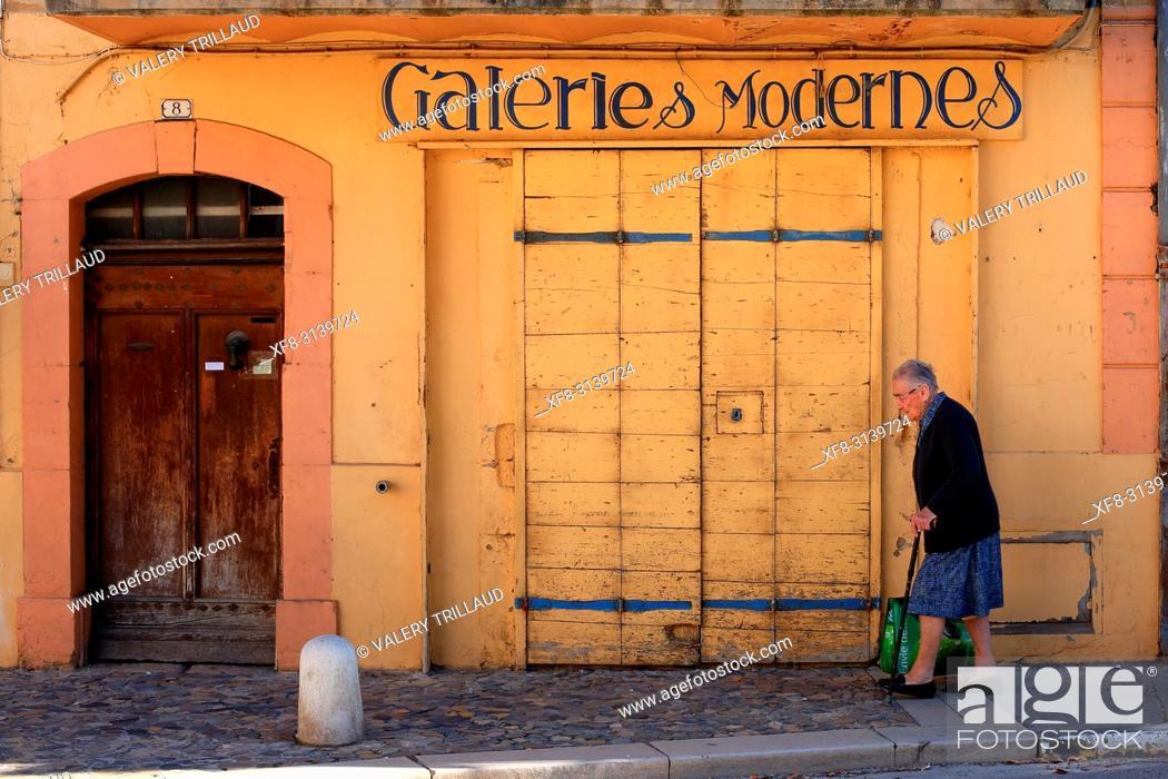 Stock Photo: Street scene, Valensole, Alpes de Haute Provence, 04, PACA, France.