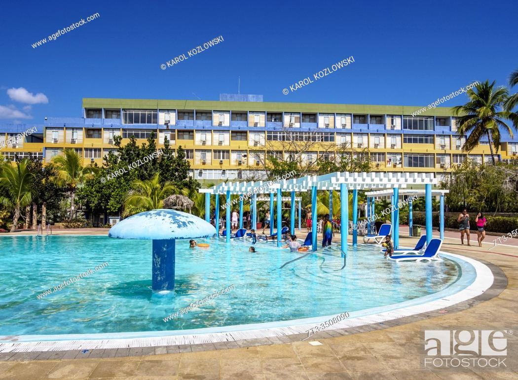 Imagen: Swimming pool at Hotel Pasacaballo, Jagua, Cienfuegos, Cienfuegos Province, Cuba.