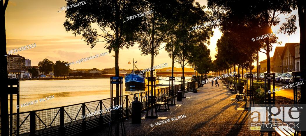 Stock Photo: Evening on the River Adour in Bayonne, Aquitaine, France.