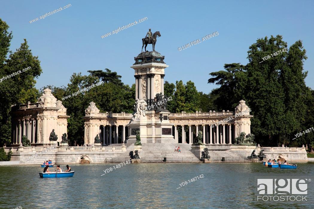 Stock Photo: Tourists enjoying the boats in the Retiro Park, Madrid, Spain.