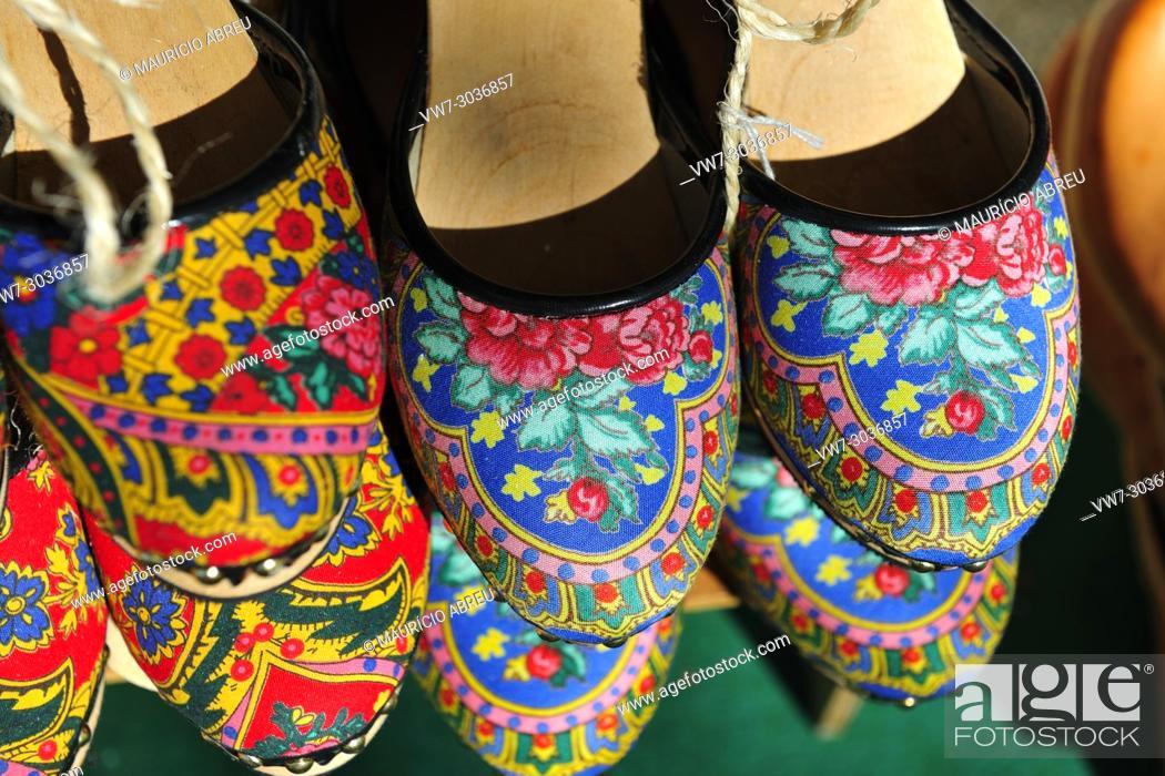 Imagen: Traditional woman shoes (tamancas) made of wood, from Viana do Castelo. Portugal.