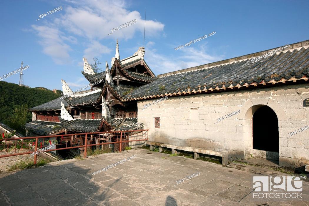 Stock Photo: Wulong Monastery, Tiantai mountain, Tianlong Tumpu, Guizhou, China.