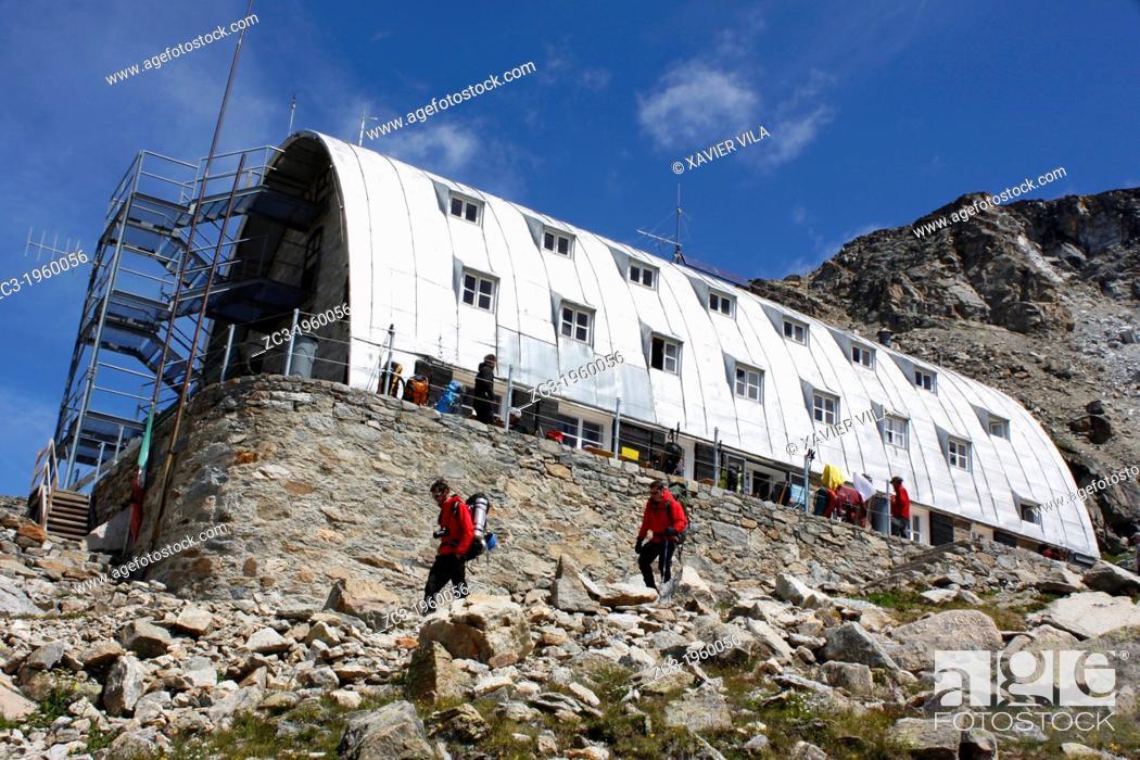 Stock Photo: Refuge Vittorio Emanuele II, 2735m, National Park, Natural Park, Gran Paradiso, Val d'Aosta, Italy.