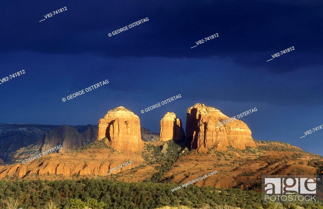 Stock Photo: Storm clouds over Cathedral Rock, Coconino National Forest, Arizona, USA.