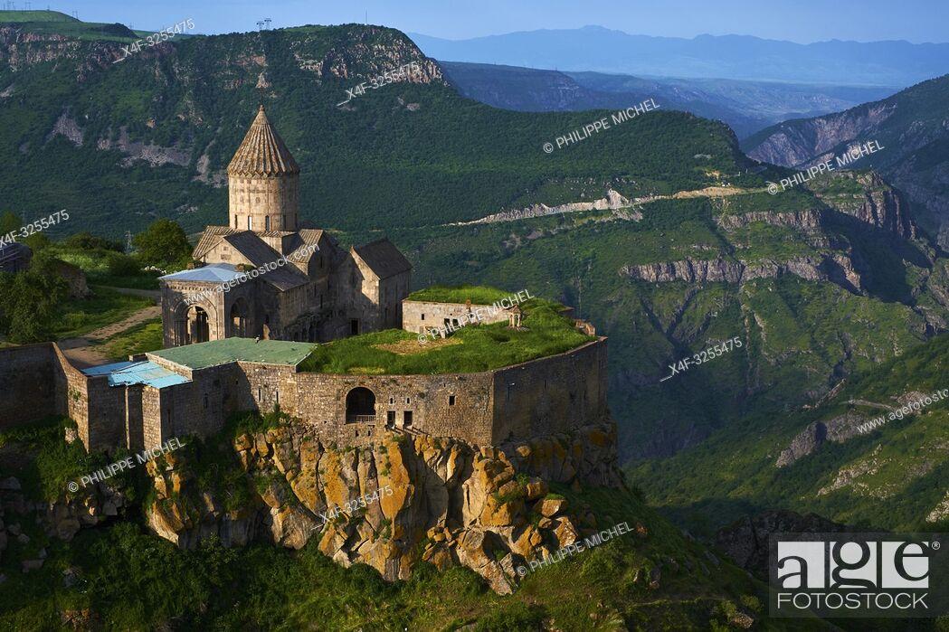 Stock Photo: Armenie, region de Syunik, monastère de Tatev / Armenia, Syunik province, Tatev monastery.