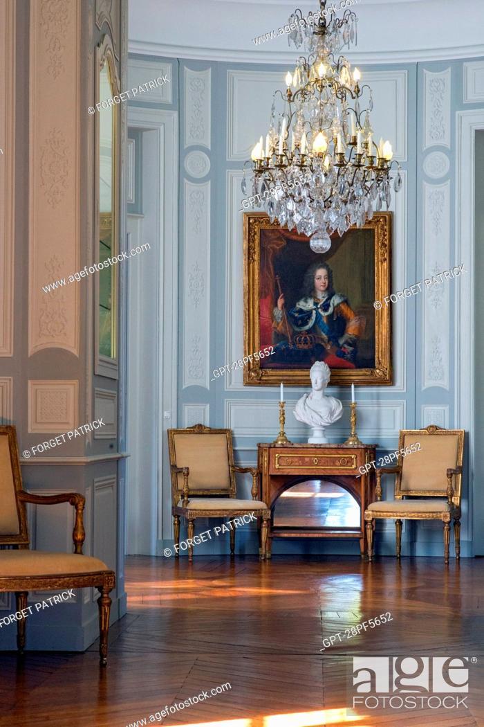 Stock Photo: PORTRAIT OF LOUIS XV AND BUST OF MARIE-ANTOINETTE IN SEVRES PORCELAIN, PASSAGE DES BOISERIES, CHATEAU DE MAINTENON, EURE-ET-LOIR (28), FRANCE.