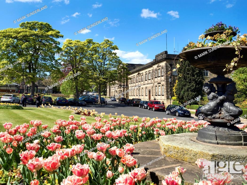 Imagen: Crescent Gardens in Harrogate, North Yorkshire, England.