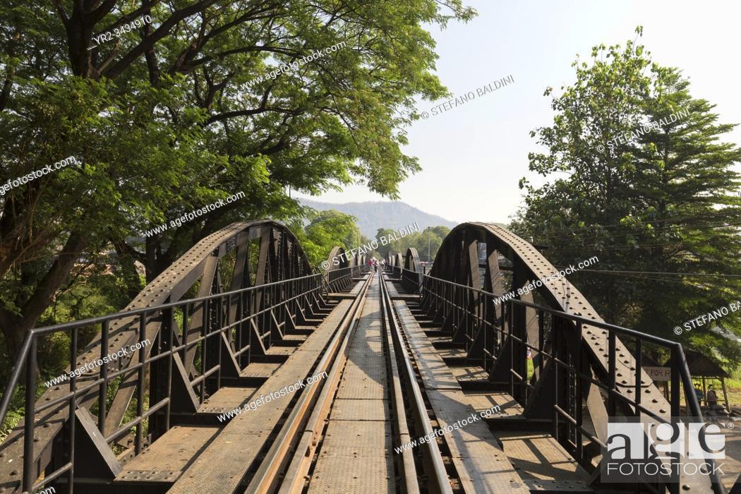 Imagen: Railtrack at the river Kwai bridge in Kanchanaburi, Thailand.