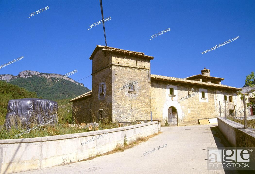 Imagen: Facade of tower house. Izal, Navarra, Spain.