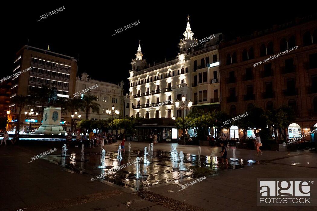 Imagen: Plaza de las Tendillas in the evening. City of Cordoba, Andalucia, Spain, Europe.
