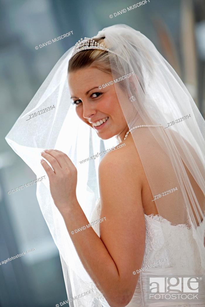 Imagen: Wedding dress worn by a model.