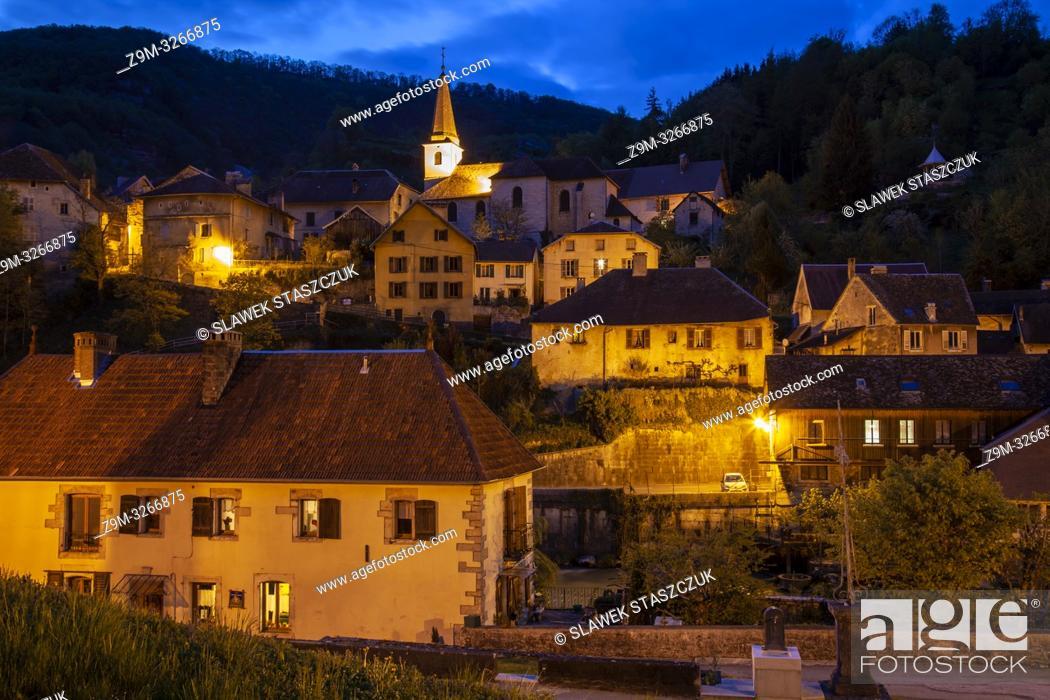 Imagen: Evening in Lods village, Franche-Compte, France.