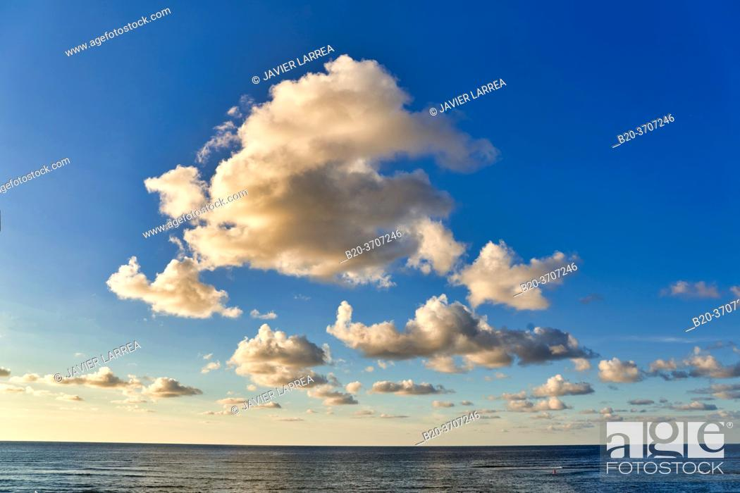 Photo de stock: Clouds, Beach, Hendaye, Aquitaine, Pyrenees Atlantiques, France, Europe.