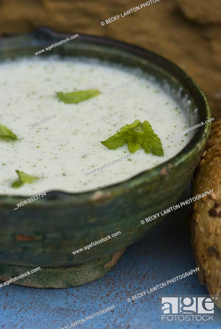 Imagen: salsa de pepino y yogur.