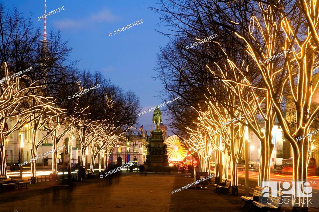 Unter Den Linden Weihnachtsbeleuchtung.Berlin Brandenburger Tor Christmas Illumination