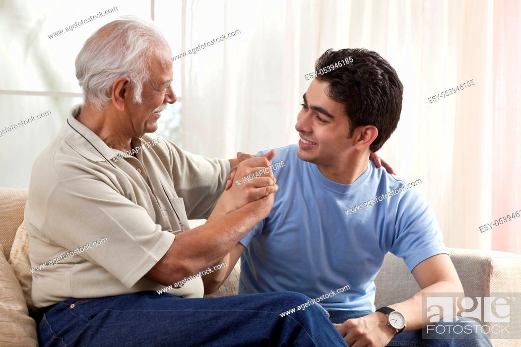 Imagen: Portrait of a grandfather and grandson.