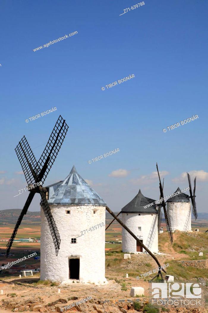 Stock Photo: Spain, Castilla La Mancha, Consuegra, windmills.