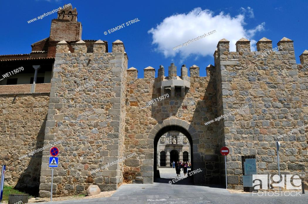Imagen: medieval city wall and gate of Avila, Unesco World Heritage Site, Castile and Leon, Castilia y Leon, Spain, Europe public ground.
