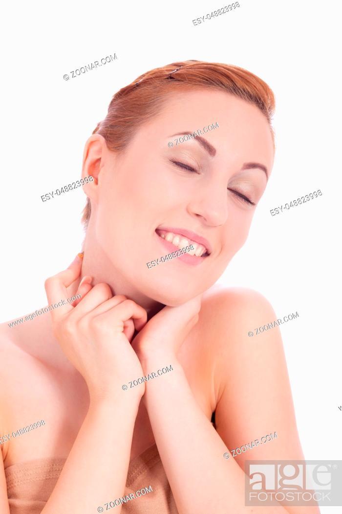 Stock Photo: Portrait einer jungen hübschen Frau mit reinem Gesicht und roten Haaren.