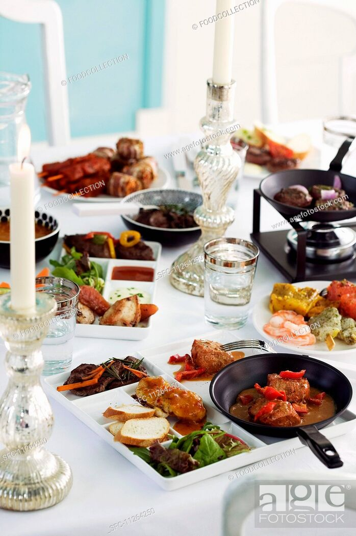 Imagen: A celebratory buffet with various dishes on platters and in pans.
