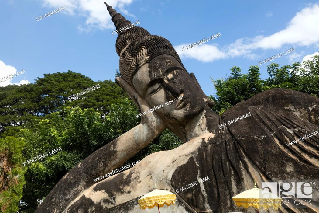 Imagen: November 23 2016 Vientiane, Laos Religious statues at Wat Xieng Khuan Buddha park.