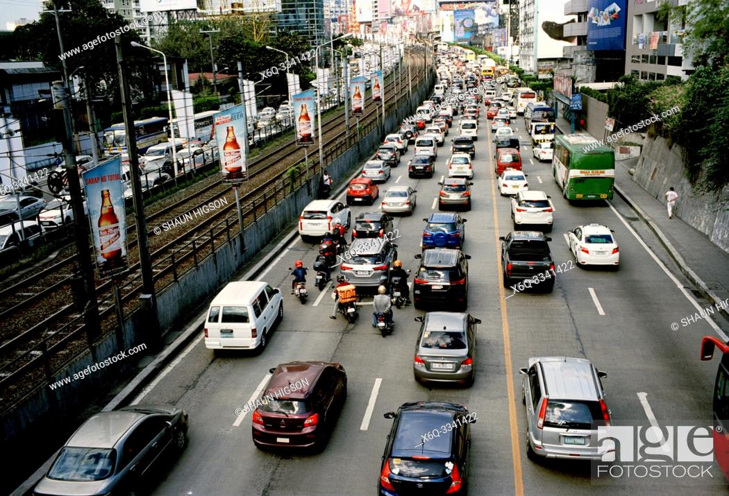 Imagen: Traffic in Manila in Luzon Metro Manila in the Philippines in Southeast Asia Far East.