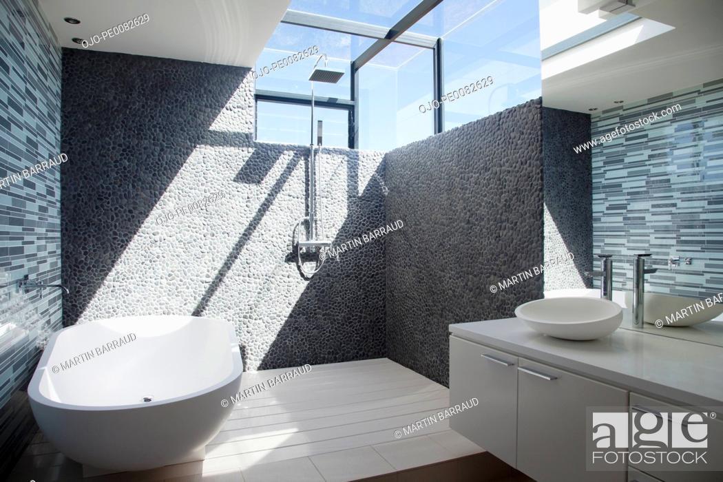 Stock Photo: Sun shining through window in modern bathroom.