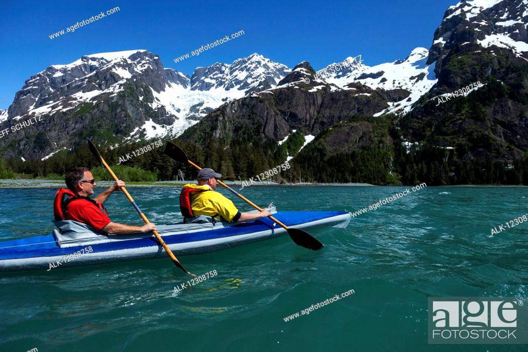 Imagen: Two middle-aged men kayak in Thumb Cove with Spruce Glacier hanging in the background, Thumb Cove State Marine Park, Kenai Peninsula, Southcentral Alaska, USA.