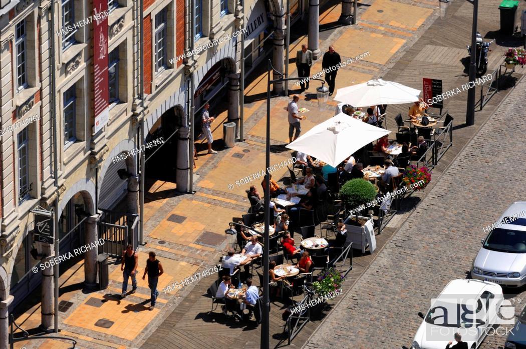 Stock Photo: France, Pas de Calais, Arras, Place des Heros, Flemish Baroque style houses and sidewalk cafes.