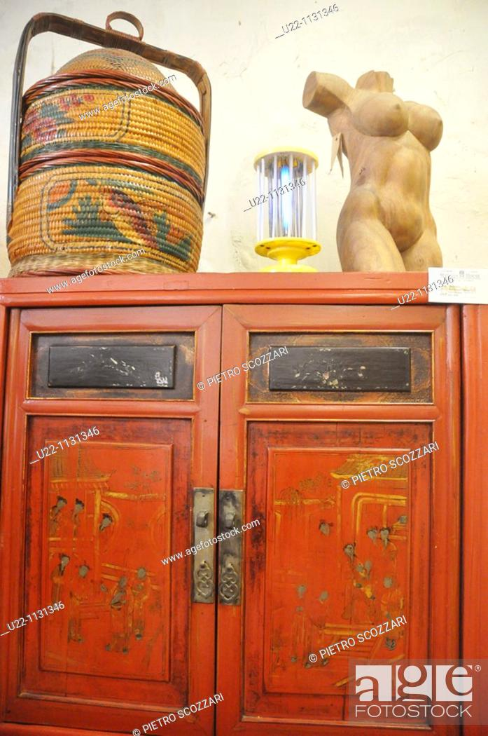 Bon Stock Photo   Malacca (Malaysia): Antique Chinese Furniture Sold At Malaqa  House Antique Shop In Chinatown