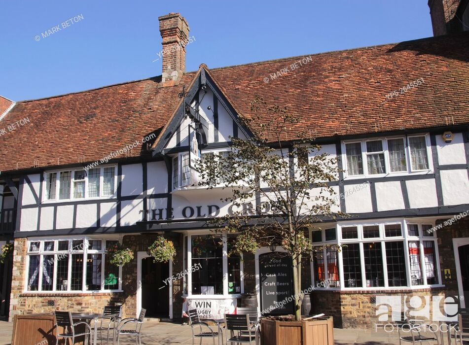 Stock Photo: The Old Cross Pub North Street Chichester West Sussex.