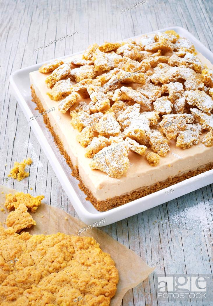Photo de stock: Crumble slices with sea buckthorn and sour cream.
