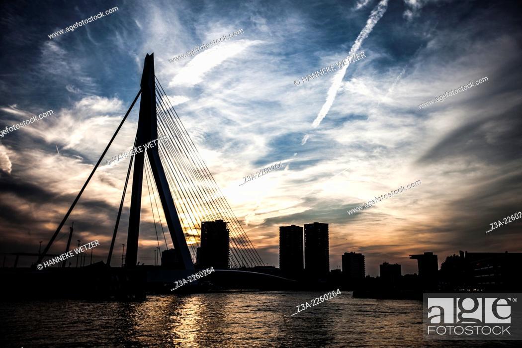 Photo de stock: Sunset skyline of the Erasmus Bridge Rotterdam, the Netherlands.