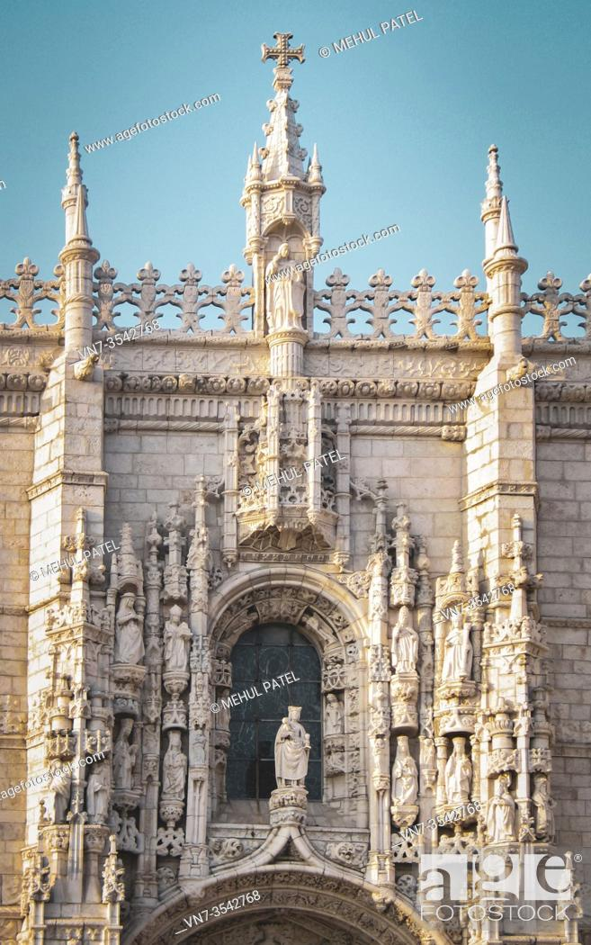 Imagen: Exterior facade detail on the south portal of the UNESCO world heritage monument, the Jeronimos Monastery in the district of Belem in Lisbon, Portugal.